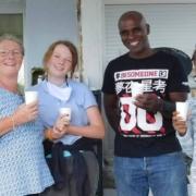 Au cours de la découverte de la jumenterie des Crinières blanches, les visiteurs ont pu goûter le bon lait des juments Haflinger, élevées par Isabelle Kerignard.
